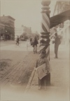 1912_lewis_Child Labor_Little boy at Barber Pole